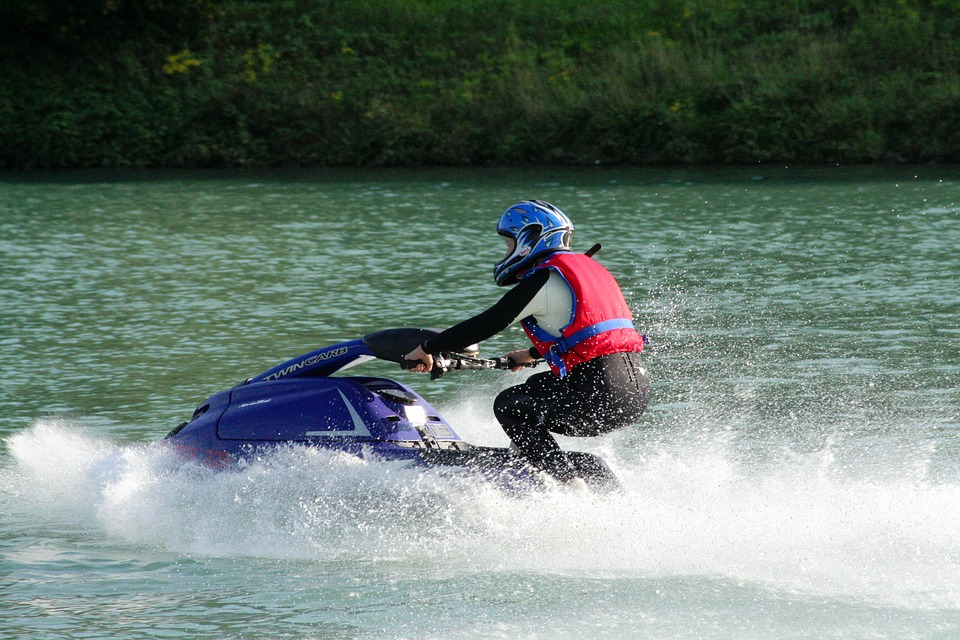 Cold-Weather Jet Skiing: Tips & Tricks To Staying Warm